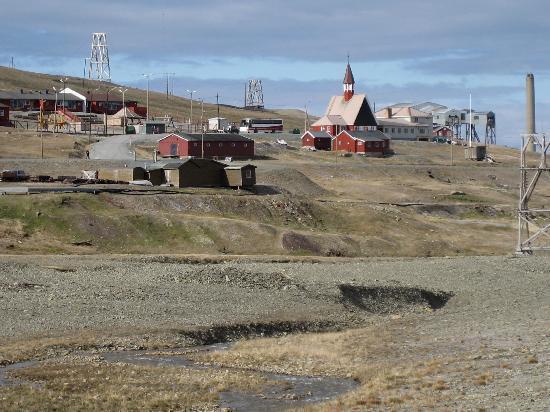 Longyearbyen, Noorwegen: Blick über den Longyearelva