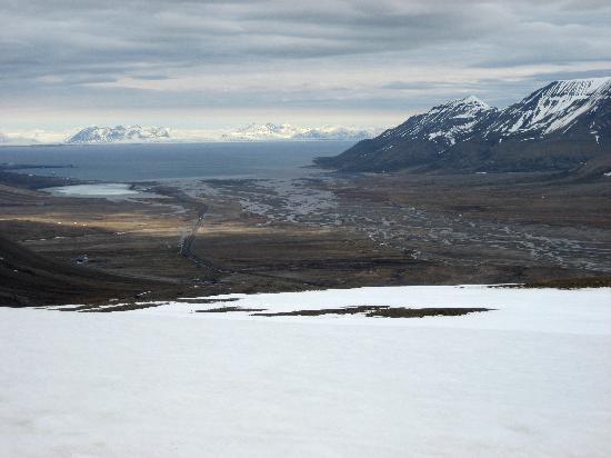 Longyearbyen, Norway: Blick bis zum Isfjord