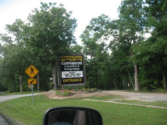 Compton Ridge Campground and Lodge: Entrance to the park