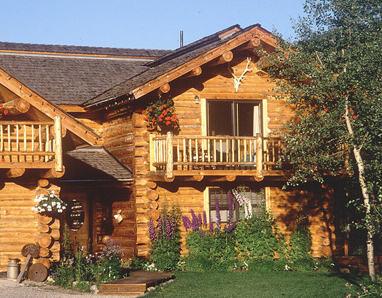 Wildflower Lodge at Jackson Hole: Enjoy a beautiful inn on three quiet acres with aspens, ponds and mountain views.