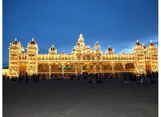 Mysore Maharajah's Palace (Amba Vilas): Mysore Palace by night