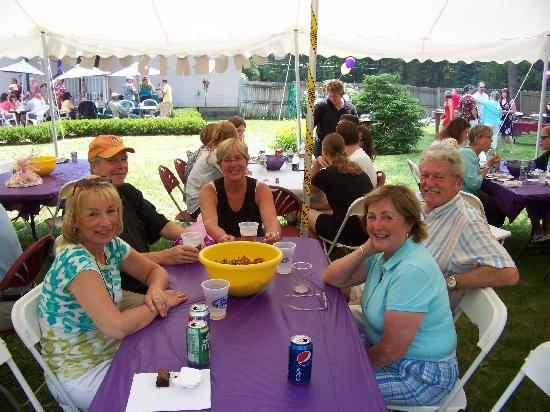 Abeel's Restaurant: Family under the tent and on the patio
