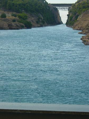 Loutraki, Greece: Ein Blick in den Kanal v. Korinth