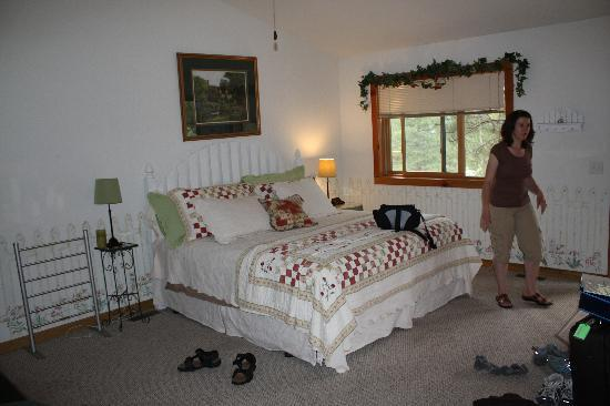 Mountain Shadows Resort: Nice comfy bed