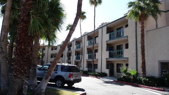 Baymont Inn & Suites Palm Springs: Außenbereich