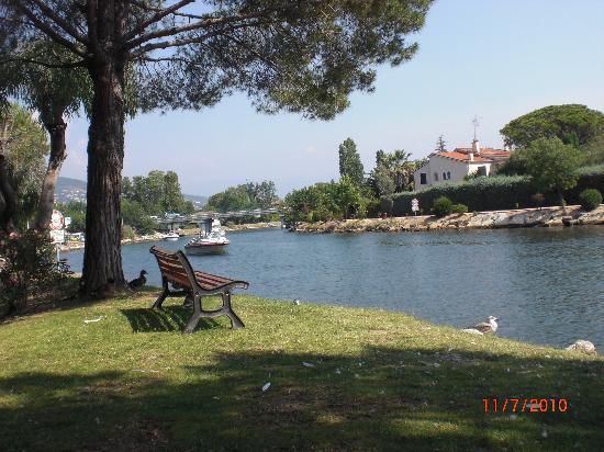 Pierre & Vacances Premium Residence Cannes Mandelieu: côté bateaux....