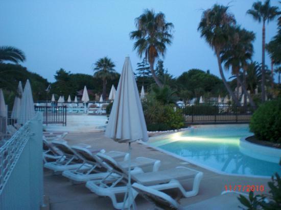 Pierre & Vacances Premium Residence Cannes Mandelieu: vue sur la pisine