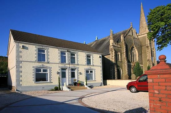 Penclawdd, UK: Bay View is situated next to the landmark Tabernacle Chapel