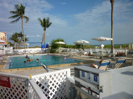Windward Passage Resort: The pool fronts the beach.