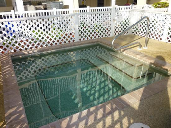 Windward Passage Resort: Hot tub.
