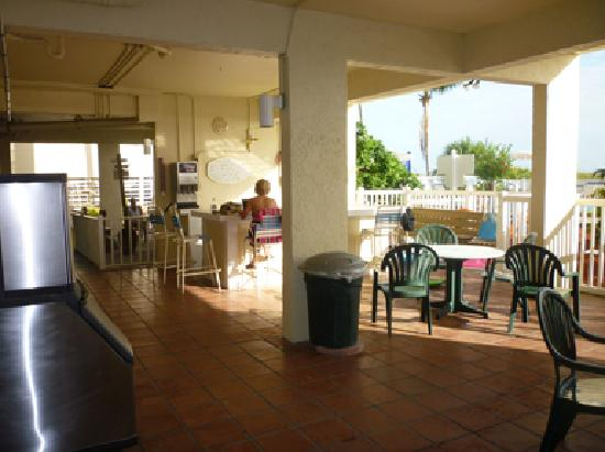 Windward Passage Resort: Multiple common areas offered shade and conversations