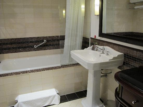 La Residence Hue Hotel & Spa - MGallery by Sofitel: Bathroom