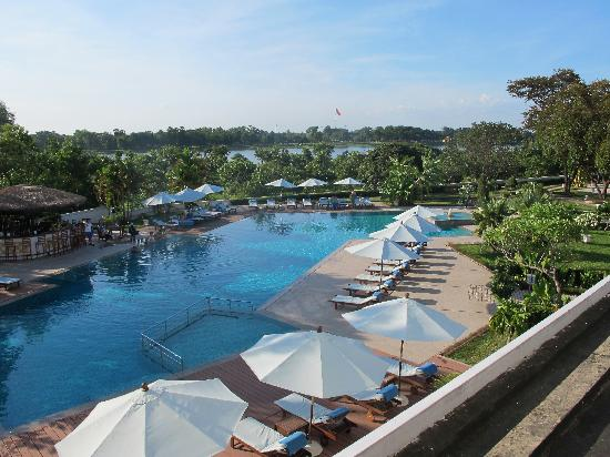 La Residence Hue Hotel & Spa - MGallery by Sofitel : View of the pool and river from my room