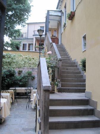 Hotel Locanda Gaffaro: breakfast garden