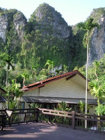 Aonang Phu Petra Resort, Krabi: Magnificent Cliff views around hotel