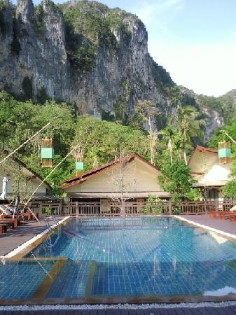 Aonang Phu Petra Resort, Krabi: Pool view rooms