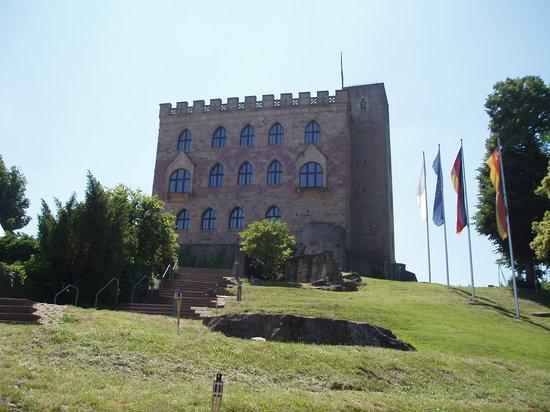 Neustadt an der Weinstrasse, Germany: Das Hambacher Schloss