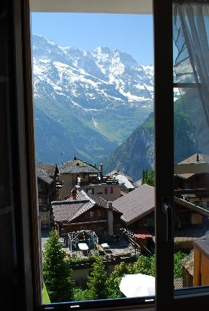 view from a window room 23 Hotel Bellevue, Murren