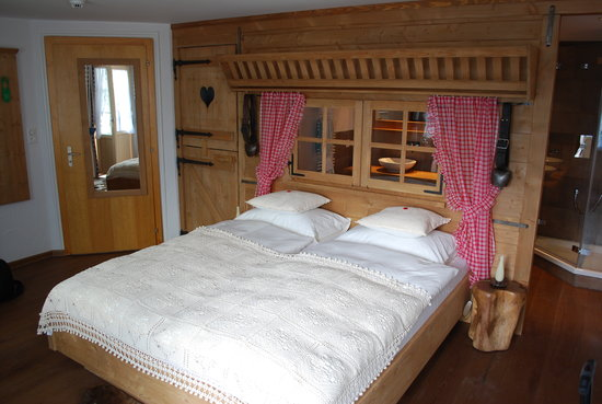 charming bedroom, room 23, Hotel Bellevue, Murren
