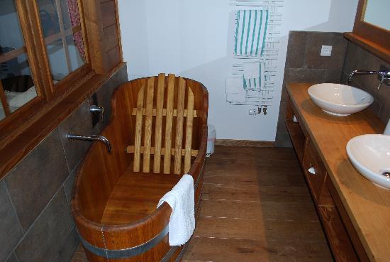 Hotel Bellevue: Bathtub, room 23, Hotel Bellevue, Murren