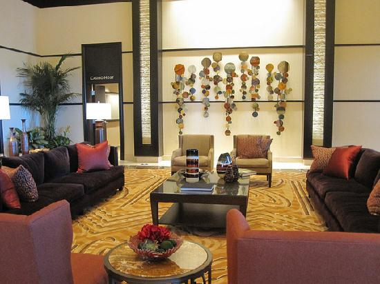 Lincoln, Califórnia: other side of the hotel lobby