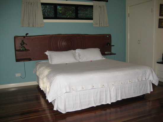 Montagues of Montville: Comfortable bed