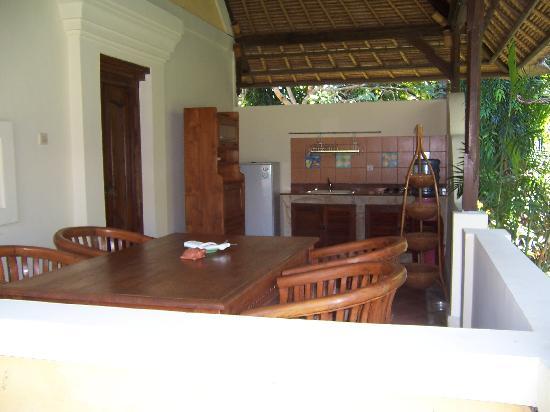 Rumah Bali : Dining / kitchen area