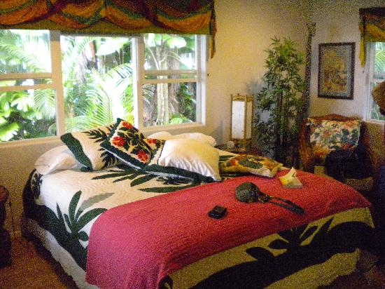 The Bay House: Comfortable Hawaiian motif in our room.