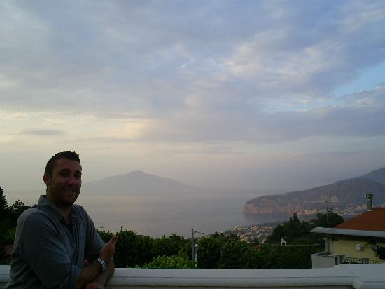 Hotel Iaccarino: HUBBY ON TERRACE