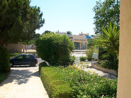 Mandalena ApartHotel: Front Entrance