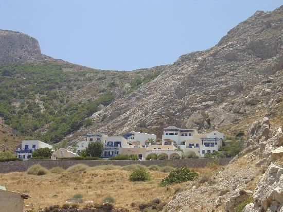 Aegean View Hotel : View of hotel from main road (well lite at night)