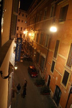 Hotel dei Borgognoni: View of street from the room
