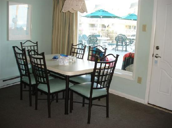 Wildwood Crest, NJ: eating area