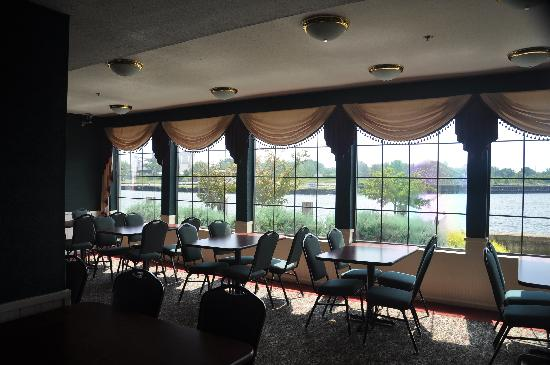 Comfort Inn River's Edge: breakfast room