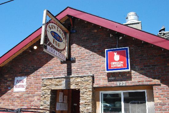 San Dune Pub: exterior