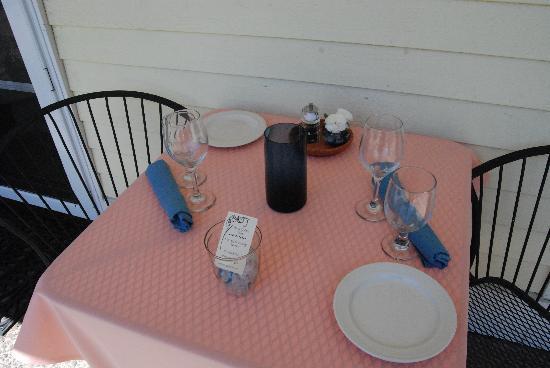 Terra Cotta Cafe: outside tables
