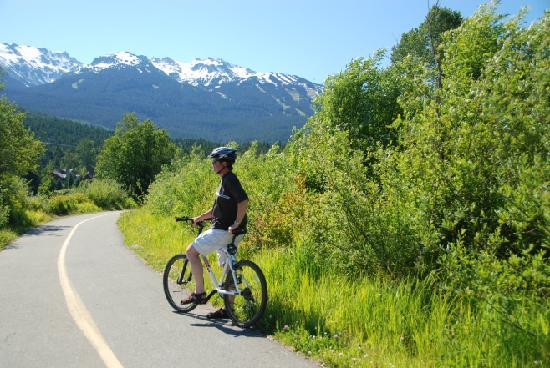Nita Lake Lodge : Extensive paved biking trails