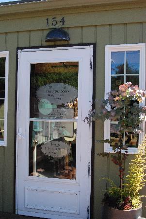 Bread and Ocean Bakery: entrance