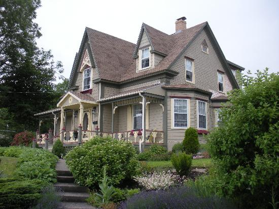 North Sydney, Canada: B&B (front)