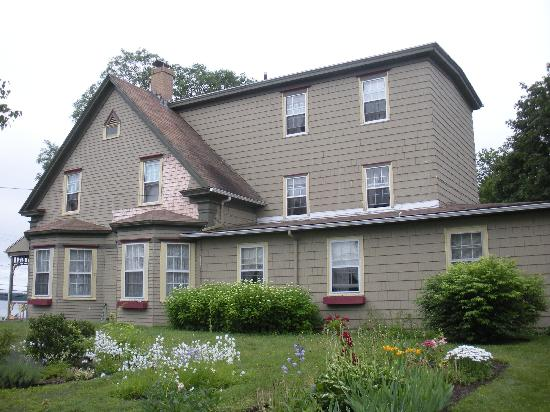 Heritage Home Bed and Breakfast: B&B (side)