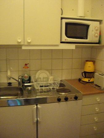 Acapulco Hotel: Functional kitchen.