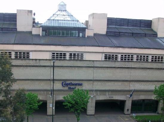 โรงแรมคอพธอร์น นิวคาสเซิล: the back of the hotel on the main road