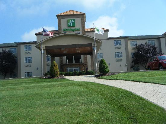 Holiday Inn Express Murrysville/Delmont: Outside Hotel