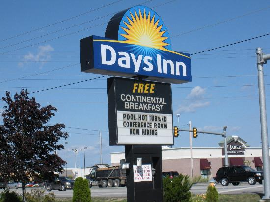Days Inn Airport/Maine Mall: sign