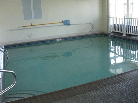 Days Inn Airport/Maine Mall: indoor pool