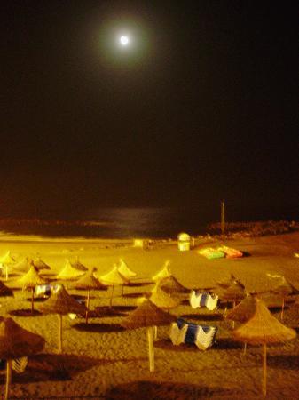 Paraiso del Sol Apartments: View at the beach at night (5 mins walk)