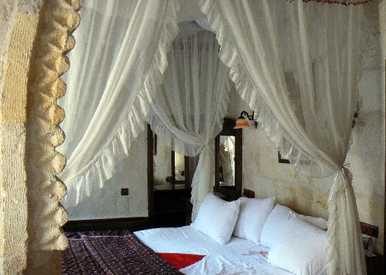 Gamirasu Cave Hotel: Bedroom to #1
