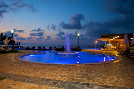 Cretan Dream Royal: hotel night view