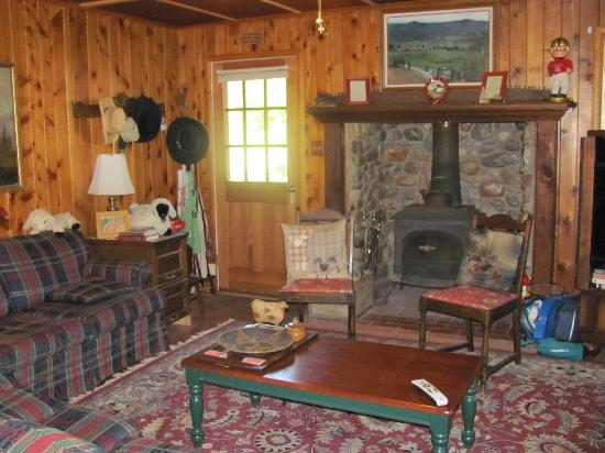 Big Creek Meadow Ranch: Lobby/Fireplace