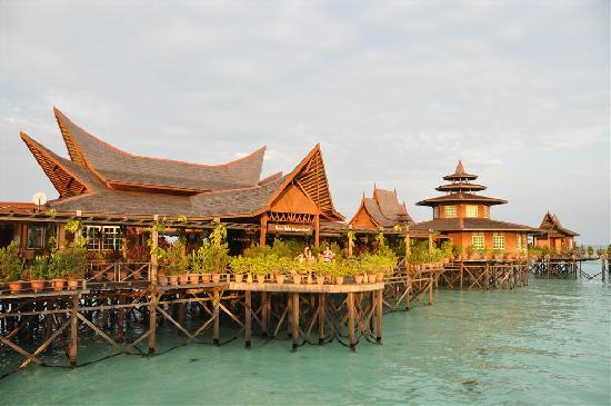 Mabul Water Bungalows: the restaurant